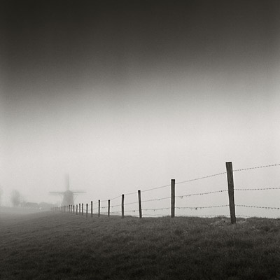 components/com_spgm/spgm/gal/Human_Traces/windmill-fence.jpg